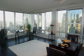 """Photo 1: 1601 989 NELSON Street in Vancouver: Downtown VW Condo for sale in """"THE ELECTRA"""" (Vancouver West)  : MLS®# V929177"""