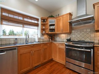 Photo 10: 4142 Auldfarm Lane in VICTORIA: SW Strawberry Vale House for sale (Saanich West)  : MLS®# 832601