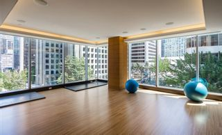 """Photo 32: 2606 1111 ALBERNI Street in Vancouver: West End VW Condo for sale in """"Shangri-La Vancouver"""" (Vancouver West)  : MLS®# R2478466"""