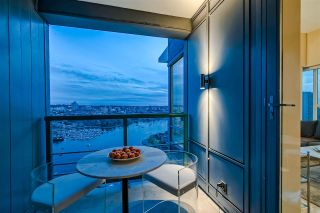 """Photo 10: 3905 1033 MARINASIDE Crescent in Vancouver: Yaletown Condo for sale in """"QUAYWEST"""" (Vancouver West)  : MLS®# R2366439"""