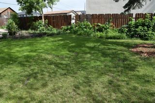 Photo 3: 553 Berwick Place in Winnipeg: Fort Rouge Residential for sale (1Aw)  : MLS®# 202017130