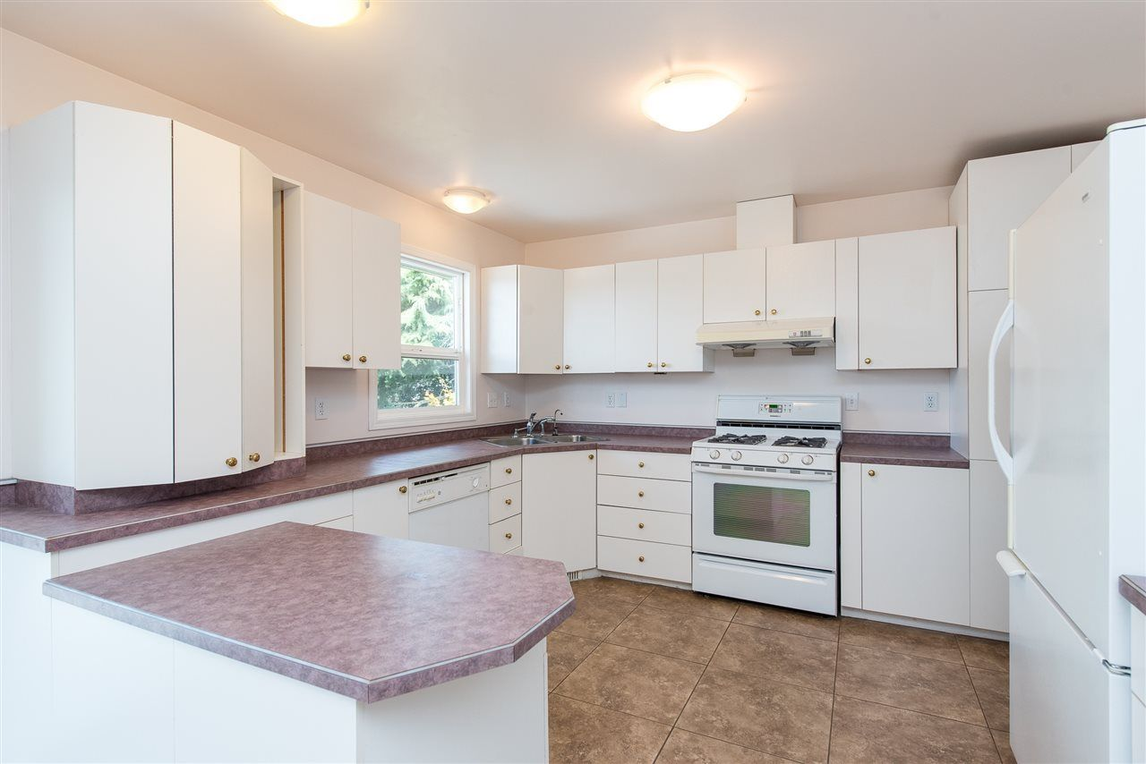 """Photo 11: Photos: 34717 5 Avenue in Abbotsford: Poplar House for sale in """"Huntingdon Village"""" : MLS®# R2483870"""