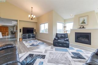 Photo 3: 199 Petworth Dr in VICTORIA: SW Prospect Lake House for sale (Saanich West)  : MLS®# 770755