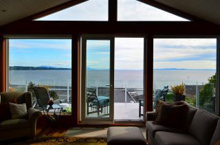 """Photo 13: 15478 COLUMBIA Avenue: White Rock House for sale in """"Hillside"""" (South Surrey White Rock)  : MLS®# R2572155"""
