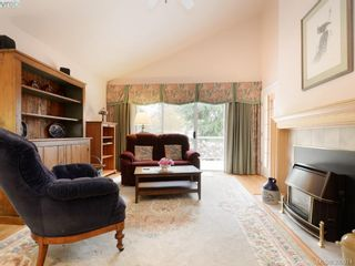 Photo 6: 10 928 Bearwood Lane in VICTORIA: SE Broadmead Row/Townhouse for sale (Saanich East)  : MLS®# 785859