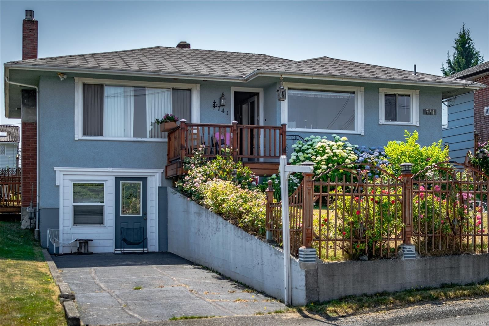 Main Photo: 741 Chestnut St in : Na Brechin Hill House for sale (Nanaimo)  : MLS®# 882687