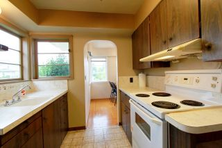 Photo 7: 3744 LINWOOD Street in Burnaby: Burnaby Hospital House for sale (Burnaby South)  : MLS®# R2603396