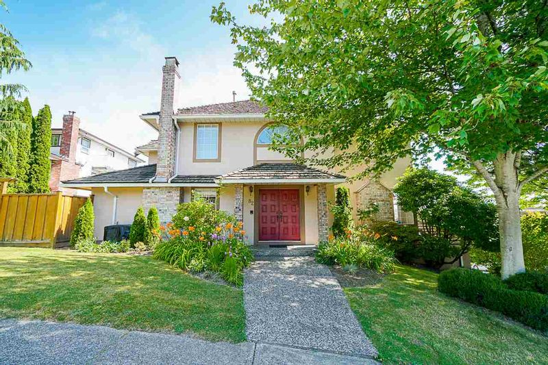 FEATURED LISTING: 82 RICHMOND Street New Westminster