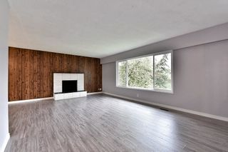 Photo 2: 17836 59A Avenue in Surrey: Cloverdale BC House for sale (Cloverdale)  : MLS®# R2111038