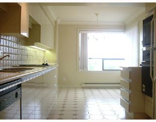 """Photo 4: 701 2150 W 40TH Avenue in Vancouver: Kerrisdale Condo for sale in """"THE WEDGEWOOD"""" (Vancouver West)  : MLS®# V673572"""