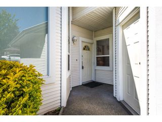 """Photo 2: 100 20655 88 Avenue in Langley: Walnut Grove Townhouse for sale in """"Twin Lakes"""" : MLS®# R2398426"""
