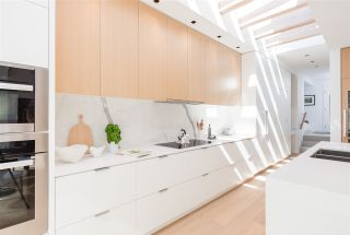 Photo 4: 903 LEOVISTA Avenue in North Vancouver: Edgemont House for sale : MLS®# R2355566