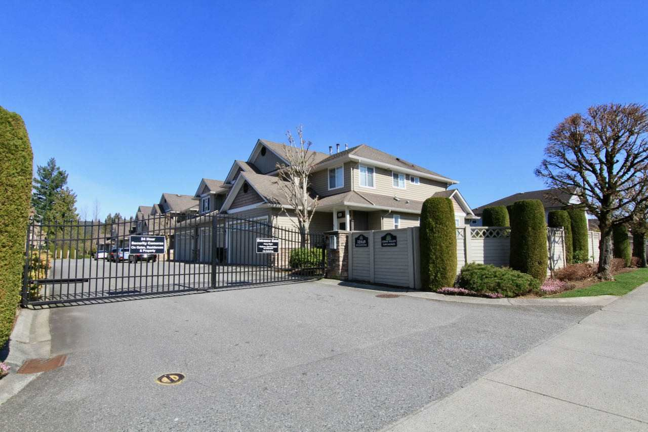 "Main Photo: 11 32849 EGGLESTONE Avenue in Mission: Mission BC Townhouse for sale in ""CEDAR VALLEY ESTATE"" : MLS®# R2550175"