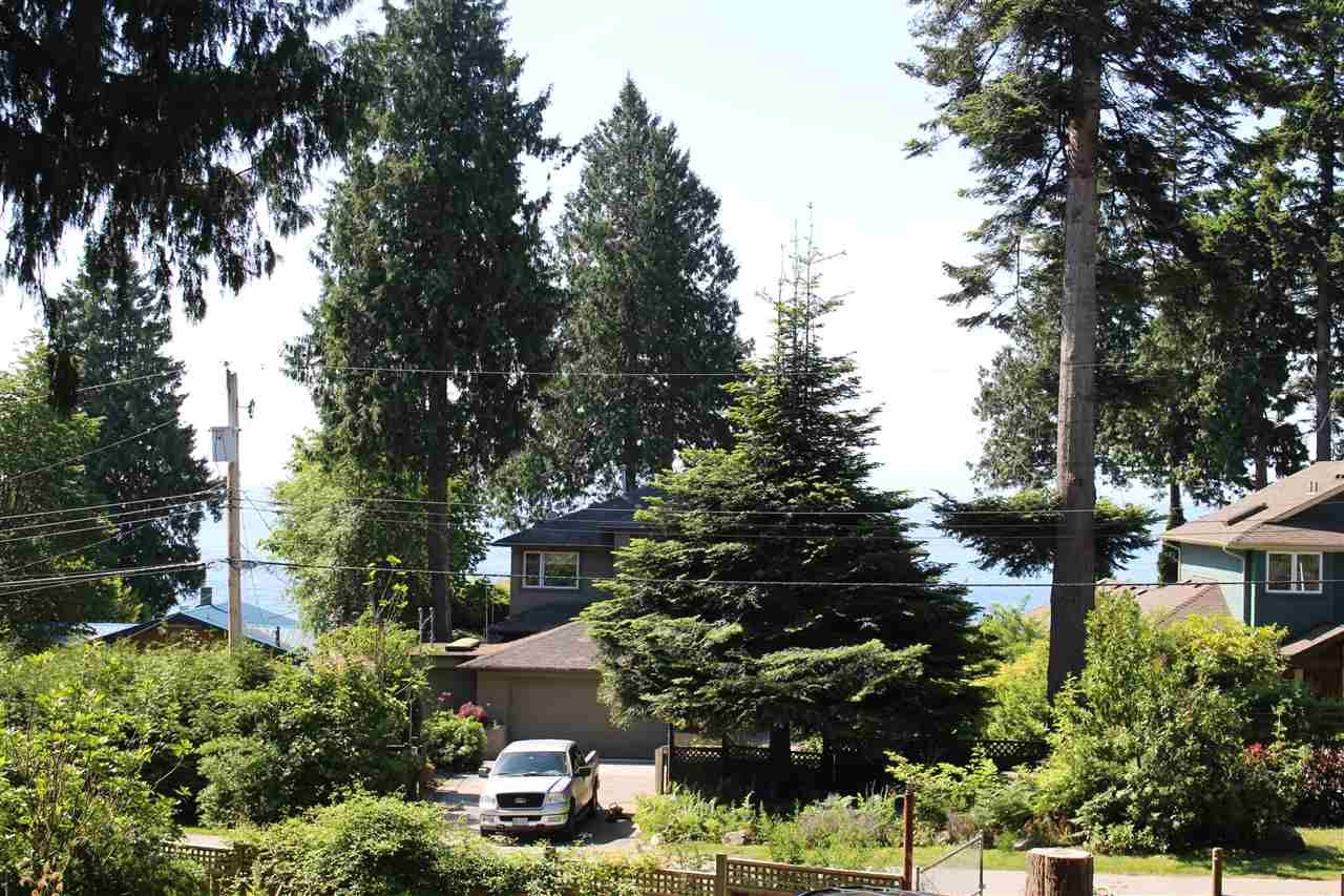 """Photo 2: Photos: 7628 EUREKA Place in Halfmoon Bay: Halfmn Bay Secret Cv Redroofs House for sale in """"WELCOME WOODS"""" (Sunshine Coast)  : MLS®# R2172913"""