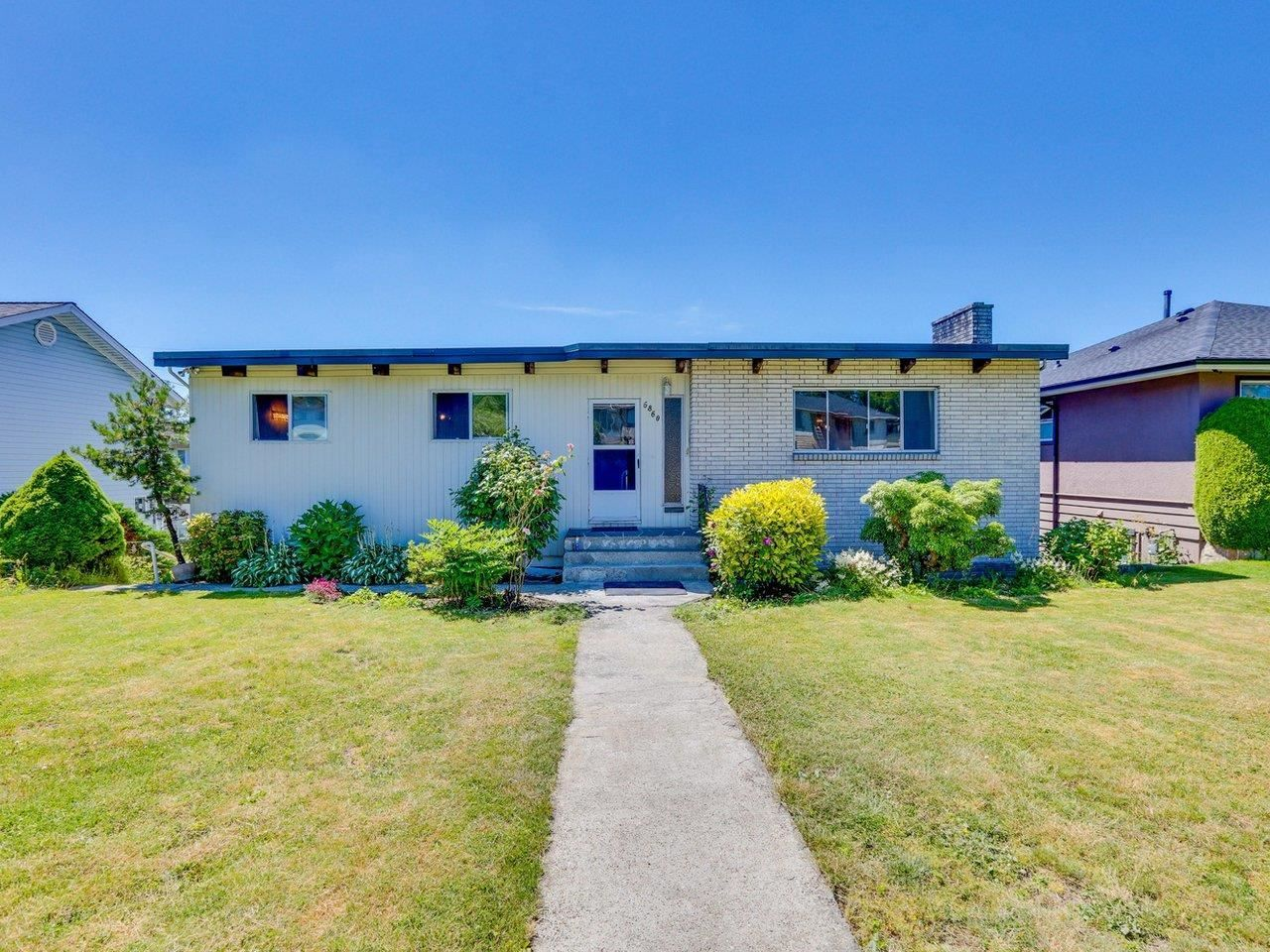 Photo 1: Photos: 6860 HYCREST Drive in Burnaby: Montecito House for sale (Burnaby North)  : MLS®# R2594917
