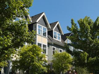 """Photo 1: PH4 380 W 10TH Avenue in Vancouver: Mount Pleasant VW Townhouse for sale in """"Turnbull's Watch"""" (Vancouver West)  : MLS®# V1053163"""
