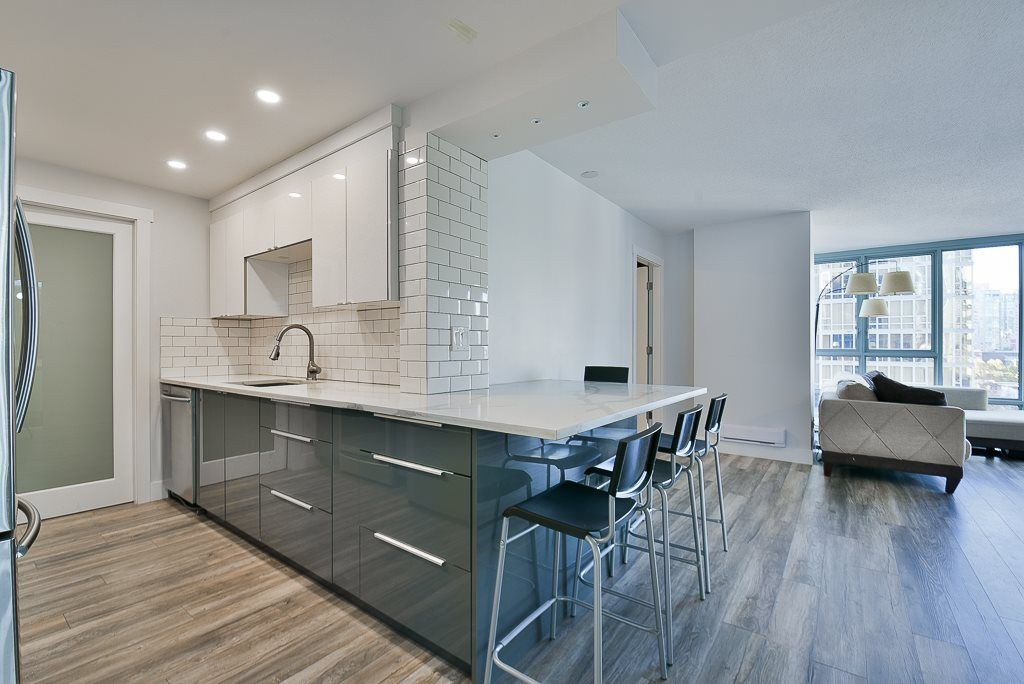 """Main Photo: 903 930 CAMBIE Street in Vancouver: Yaletown Condo for sale in """"PACIFIC PLACE LANDMARK II"""" (Vancouver West)  : MLS®# R2422191"""