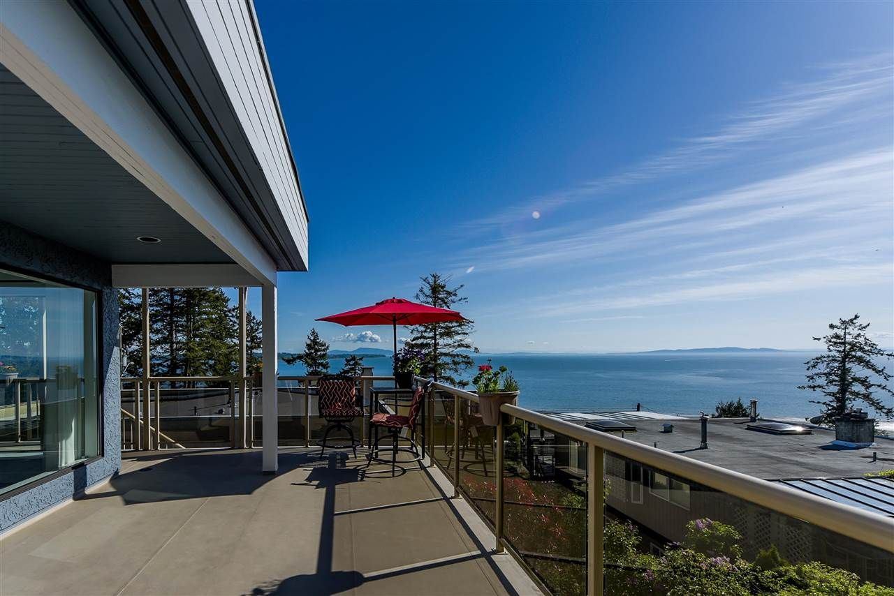 Main Photo: 1347 EVERALL Street: White Rock House for sale (South Surrey White Rock)  : MLS®# R2576172