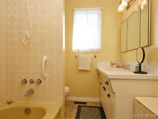 Photo 10: 633 Manchester Rd in VICTORIA: Vi Burnside House for sale (Victoria)  : MLS®# 743952