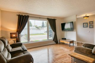 Photo 8: 131 Queensland Circle SE in Calgary: Queensland Detached for sale : MLS®# A1148253