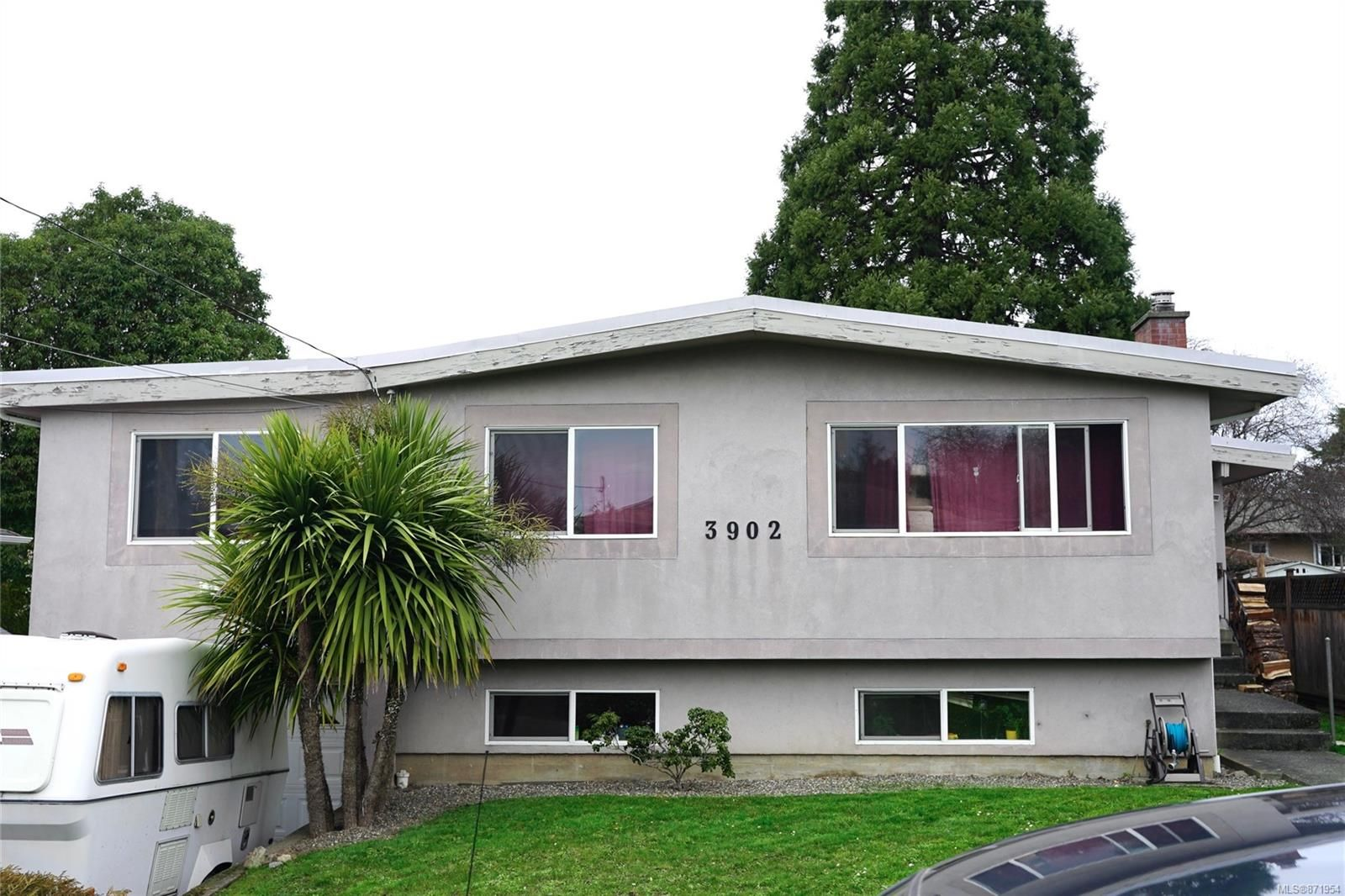 Main Photo: 3902 Olivia Pl in Saanich: SE Mt Tolmie House for sale (Saanich East)  : MLS®# 871954