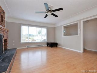 Photo 3: 4091 Borden St in VICTORIA: SE Lake Hill House for sale (Saanich East)  : MLS®# 720229