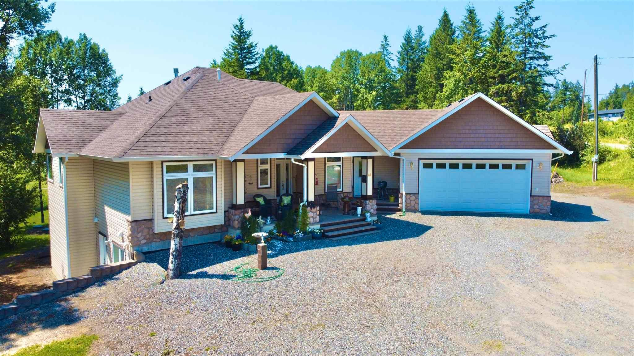 Main Photo: 44 VALLEY Road: 150 Mile House House for sale (Williams Lake (Zone 27))  : MLS®# R2597542