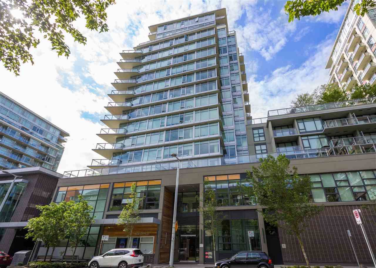 """Main Photo: 557 168 W 1ST Avenue in Vancouver: False Creek Condo for sale in """"WALL CENTRE FALSE CREEK WEST TOWER"""" (Vancouver West)  : MLS®# R2372215"""