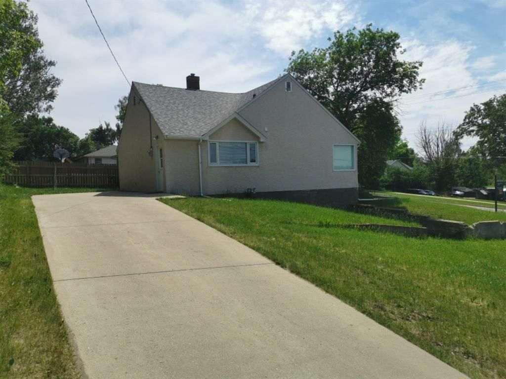 Main Photo: For Sale: 710 Main Street, Cardston, T0K 0K0 - A1123860