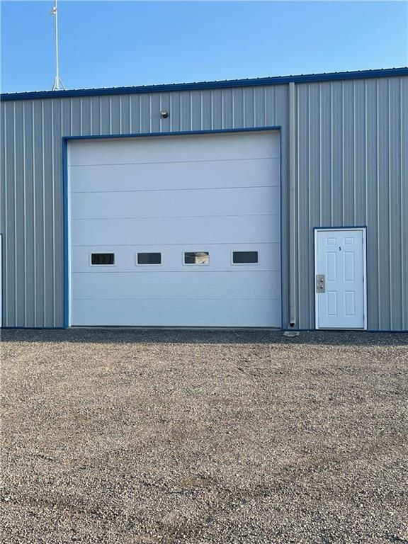 Main Photo: 5 127 Industrial Road in Steinbach: Industrial / Commercial / Investment for sale (R16)  : MLS®# 202121651