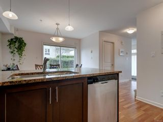 Photo 11: 102 1510 Hillside Ave in Victoria: Vi Oaklands Row/Townhouse for sale : MLS®# 874175