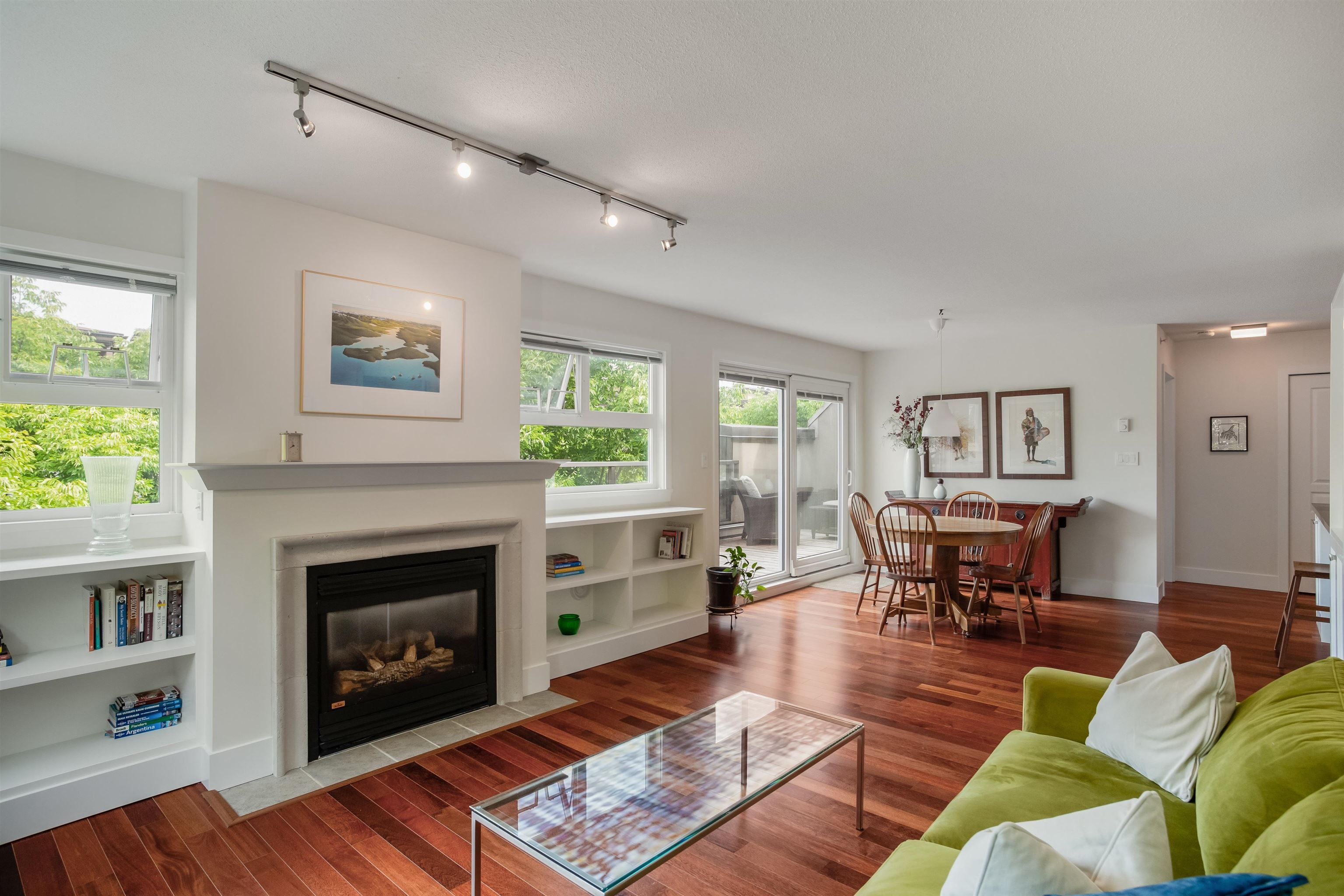 """Main Photo: 408 2181 W 12TH Avenue in Vancouver: Kitsilano Condo for sale in """"THE CARLINGS"""" (Vancouver West)  : MLS®# R2615089"""