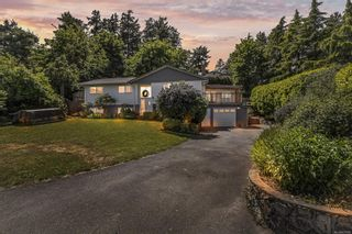 Photo 1: 3460 Rolston Cres in Saanich: SW Tillicum House for sale (Saanich West)  : MLS®# 877588