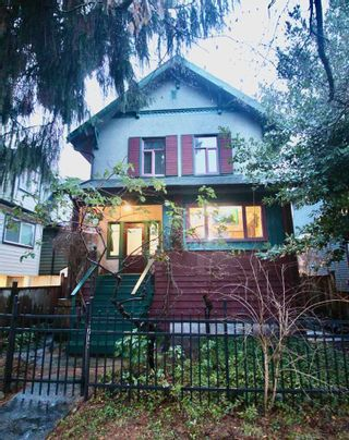 Photo 1: 1017 E 13TH Avenue in Vancouver: Mount Pleasant VE House for sale (Vancouver East)  : MLS®# R2426975