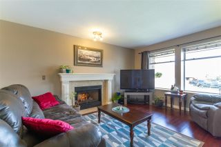Photo 2: 19620 MAPLE Place in Pitt Meadows: Mid Meadows House for sale : MLS®# R2557959