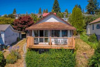 Photo 1: 517 SOUTH FLETCHER Street in Gibsons: Gibsons & Area House for sale (Sunshine Coast)  : MLS®# R2599686