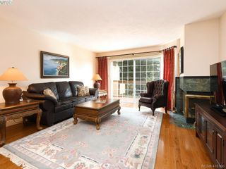 Photo 2: 5 901 Kentwood Lane in VICTORIA: SE Broadmead Row/Townhouse for sale (Saanich East)  : MLS®# 825659