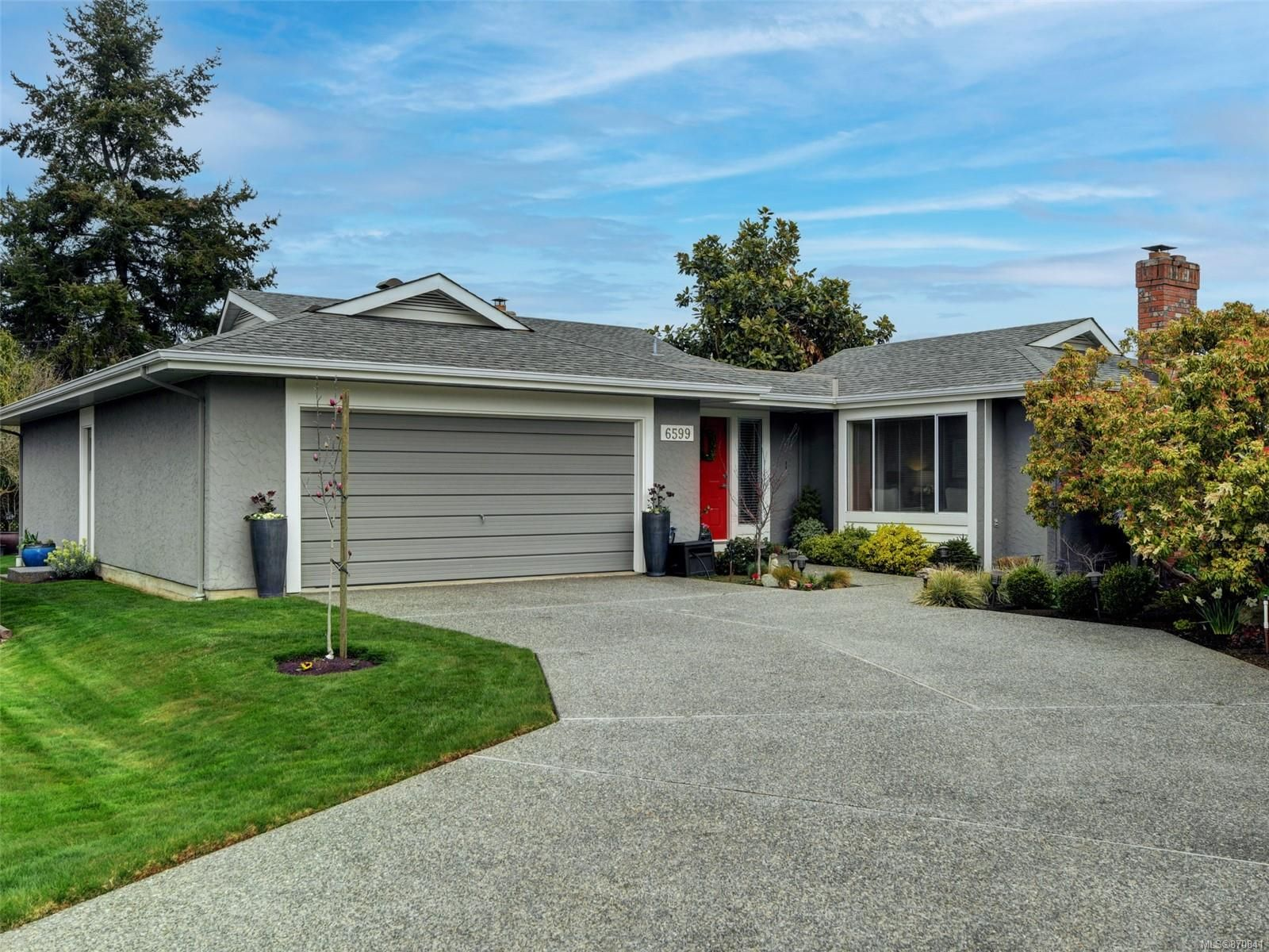 Main Photo: 6599 Roza Vista Pl in : CS Tanner House for sale (Central Saanich)  : MLS®# 870841