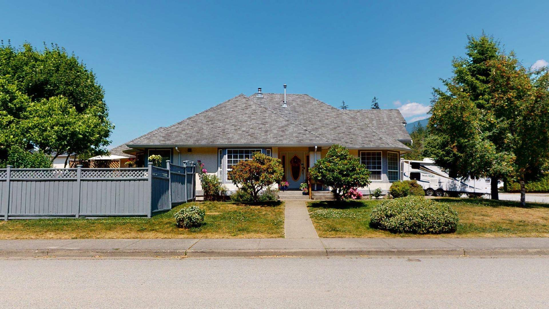 Main Photo: 1024 REGENCY PLACE in Squamish: Tantalus House for sale : MLS®# R2598823