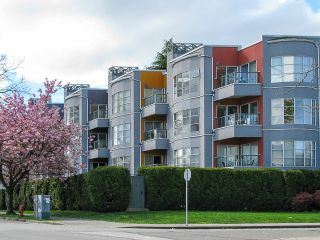 "Photo 1: 106 2216 W 3RD Avenue in Vancouver: Kitsilano Condo for sale in ""RADCLIFFE POINTE"" (Vancouver West)  : MLS®# V1063065"