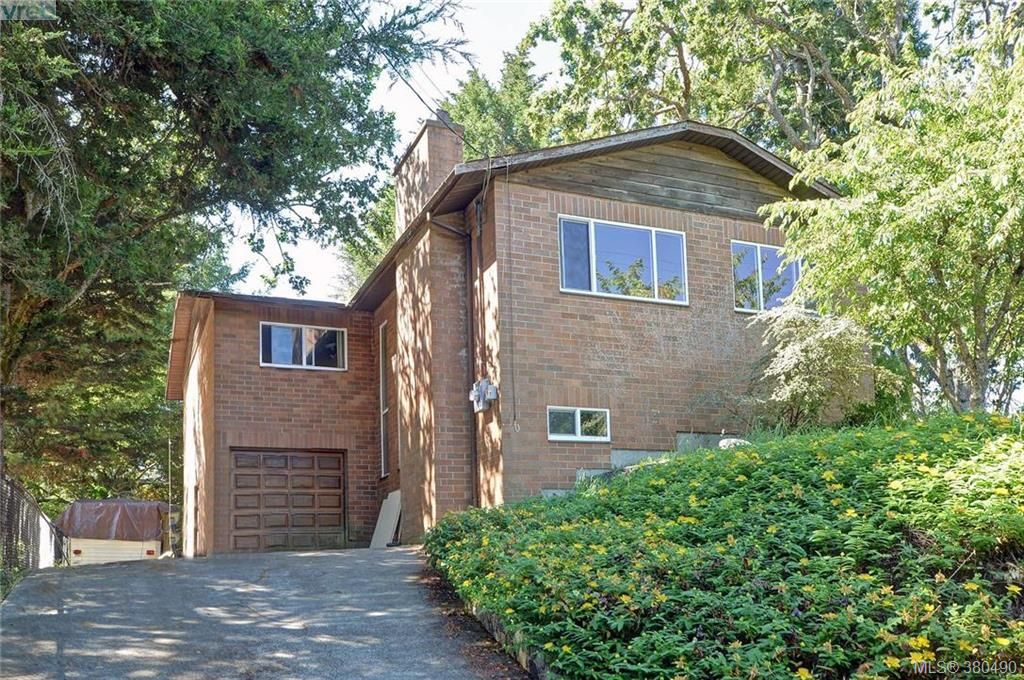 Main Photo: 1005 Bristol Rd in VICTORIA: SE Quadra House for sale (Saanich East)  : MLS®# 764399