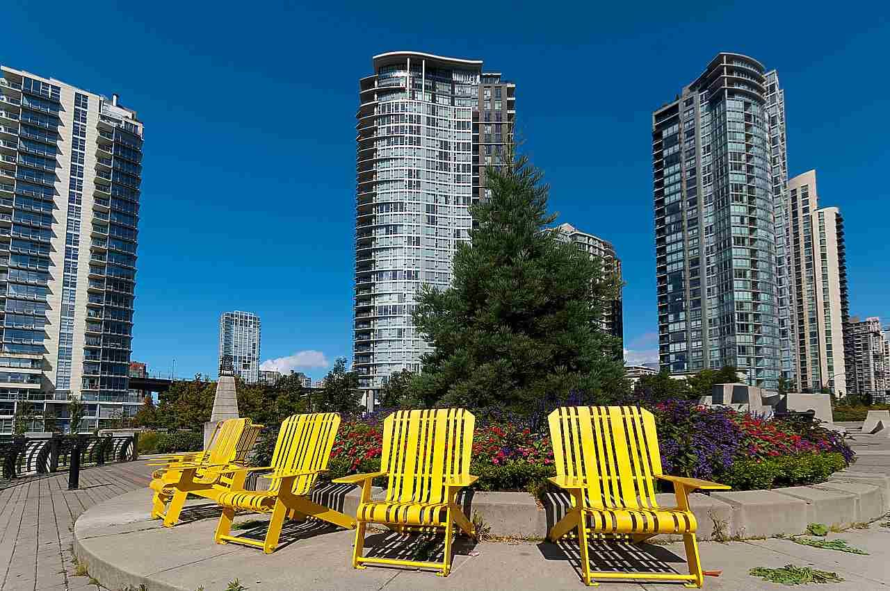 """Main Photo: 2302 583 BEACH Crescent in Vancouver: Yaletown Condo for sale in """"Park West 2 Yaletown"""" (Vancouver West)  : MLS®# R2179212"""