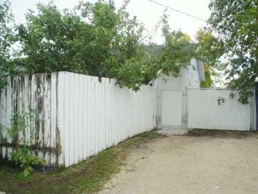 Photo 2: Photos: 5 BRAMWELL Avenue in WINNIPEG: Transcona Single Family Attached for sale (North East Winnipeg)  : MLS®# 2616465