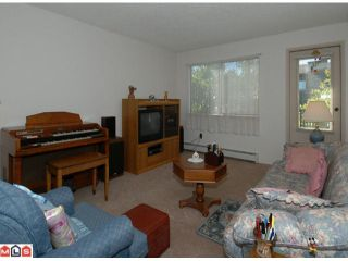 """Photo 2: 404 10662 151A Street in Surrey: Guildford Condo for sale in """"LINCOLN HILL"""" (North Surrey)  : MLS®# F1023055"""
