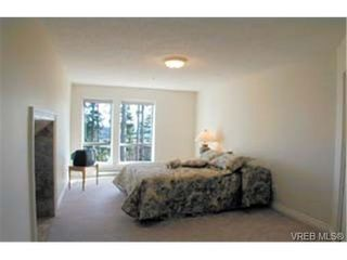 Photo 6: 303 940 Boulderwood Rise in VICTORIA: SE Broadmead Condo for sale (Saanich East)  : MLS®# 281040