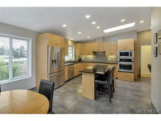 Photo 7: 3545 Cardiff Pl in VICTORIA: OB Henderson House for sale (Oak Bay)  : MLS®# 721666