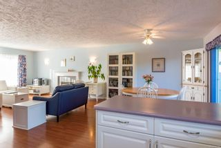 Photo 5: 711 Moralee Dr in : CV Comox (Town of) House for sale (Comox Valley)  : MLS®# 854493