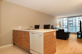 """Photo 2: 3203 9981 WHALLEY Boulevard in Surrey: Whalley Condo for sale in """"PARK PLACE II"""" (North Surrey)  : MLS®# R2327645"""