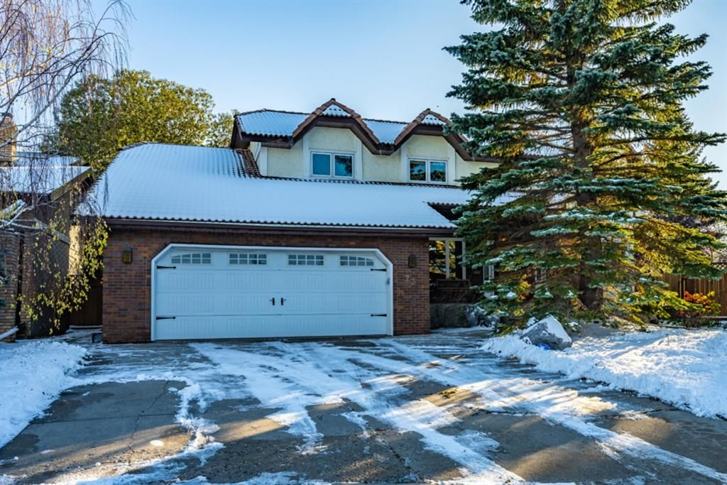Main Photo: 27 Silvergrove Court NW in Calgary: Silver Springs Detached for sale : MLS®# A1065154