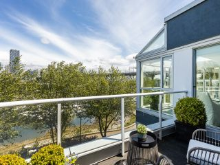 """Photo 13: 407 1551 MARINER Walk in Vancouver: False Creek Condo for sale in """"LAGOONS"""" (Vancouver West)  : MLS®# R2383720"""